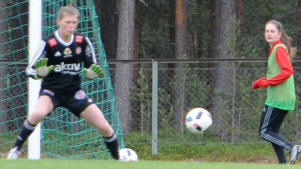 GIGANT: Lene Tollan storspilte som keeper da Tynset gjorde seg fortjent til poeng borte mot Trondheims-Ørn 2. ARKIVFOTO: Ivar Thoresen