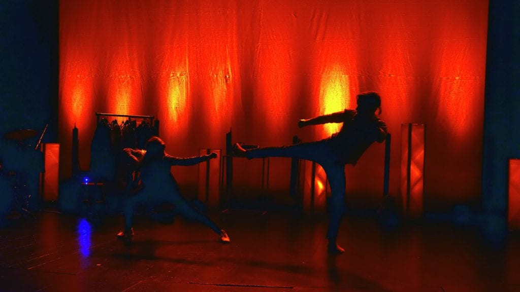 KREATIV DANS: Elise Nordli og Gard Lervang tilbød en fascinerende egenkoreografert dans under en tidligere mønstring.