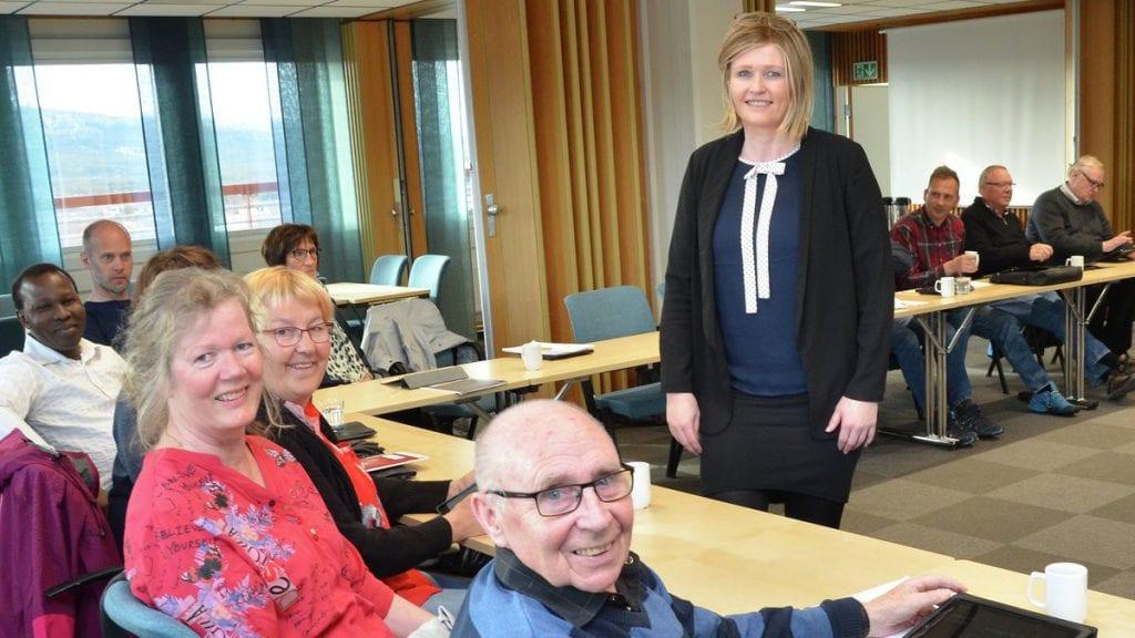 VETERAN: Ragnar Talsnes møtte som vararepresentant i kommunestyret tirsdag kveld, denne gangen med Tone Hagen som ordfører. Foto: Erland Vingelsgård