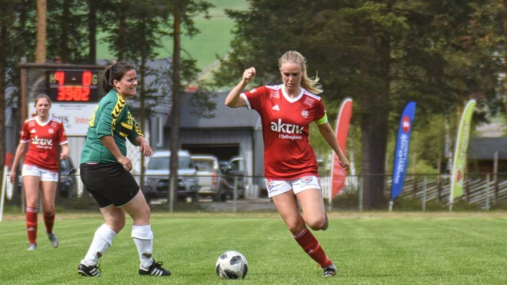 I AKSJON: Stine Skogan i sitt rette element, i full fart på fotballbanen. Arkivfoto: Jan Kristoffersen