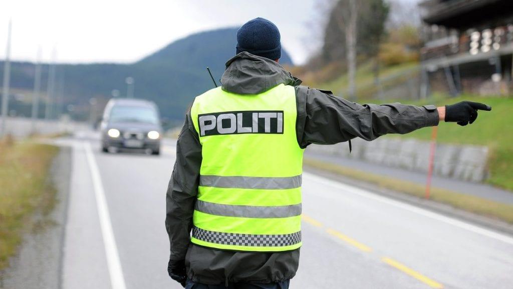 RÅKJØRING: En 20 år gammel mann er dømt i tinigretten for å ha kjørt i 128 kilometer i timen. ILLUSTRASJONSFOTO