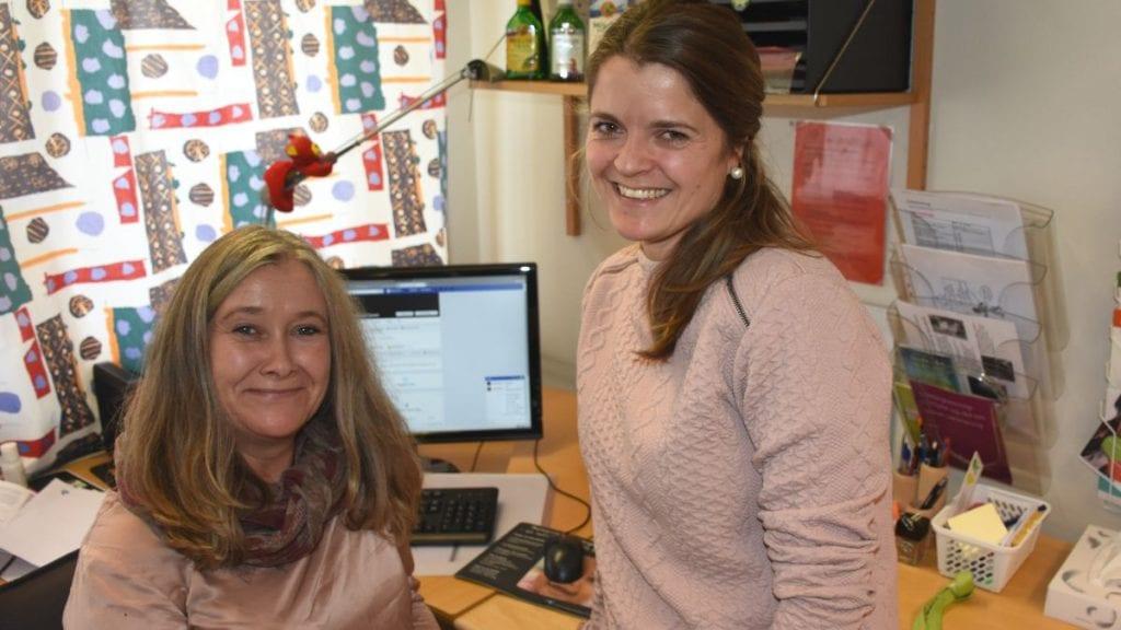 VIL NÅ MØDRENE: Helsesøster Inger Marie Furuseth (til venstre) og avdelingsleder helsestasjon, Mona Eggestad Fiskvik, håper interessen blant mødrene er stor for det nye kurstilbudet. Foto: Jan Kristoffersen