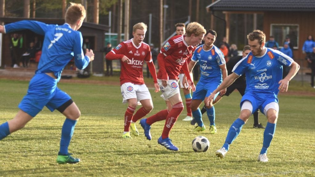 KNUT OG ERLING: Både Knut Kleppo Vangen og Erling Kleppo Vangen er kåret til en av Hedmarks beste fotballspillere. Lillebror Erling havnet så vidt lengre opp på listen. Foto: Jan Kristoffersen.