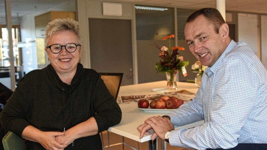 SAMLE ETABLERERE: Hedvig Rognerud og Per Arild Eggen ønsker å samle tidligere etablererkursdeltakere, samt å tilby dem oppfølgingskurs. Foto: Jan Kristoffersen