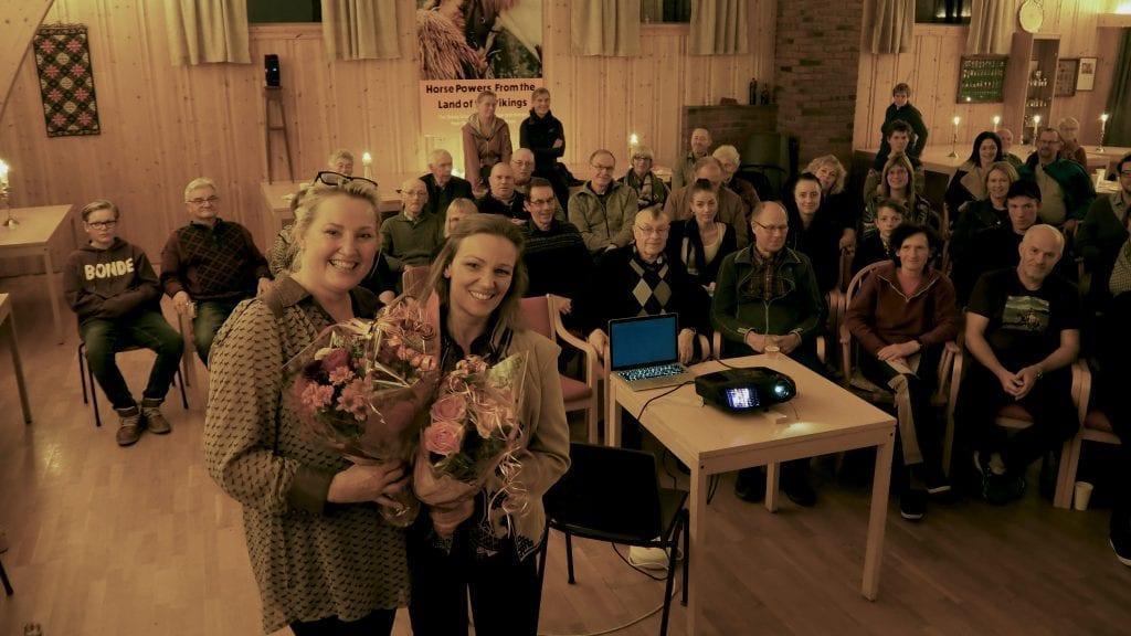 ENDELIG PREMIERE: Etter tre år med arbeid var det endelig klart for premiere for regissør Eva Learn (t.v.) og Cathrine Fodstad. Foto: Audun Jøstensen Lutnæs