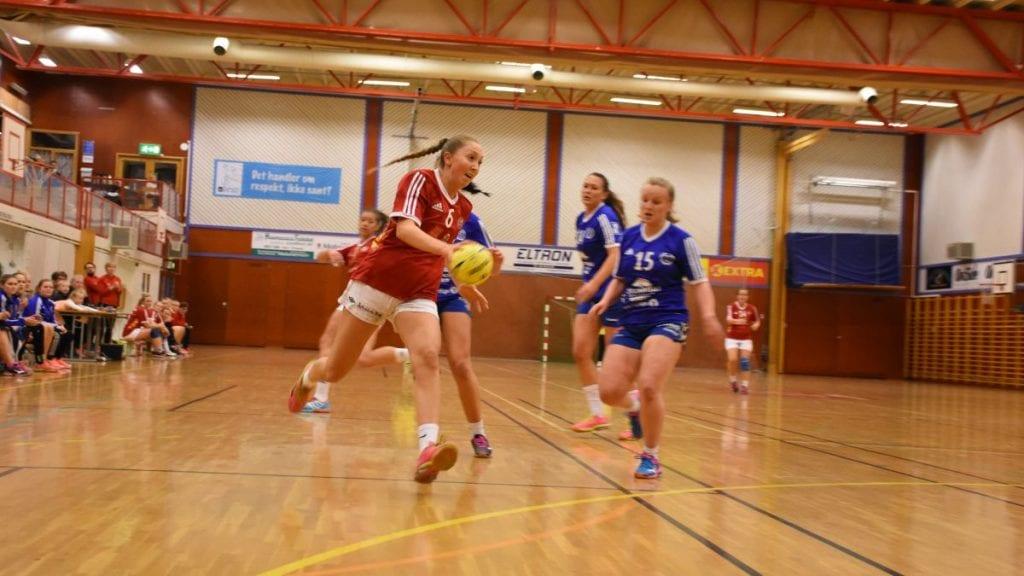 ENDELIG I GANG: Lørdag er det duket for Mariann Steen og damelaget i håndball sin første kamp for sesongen. Foto: Jan Kristoffersen