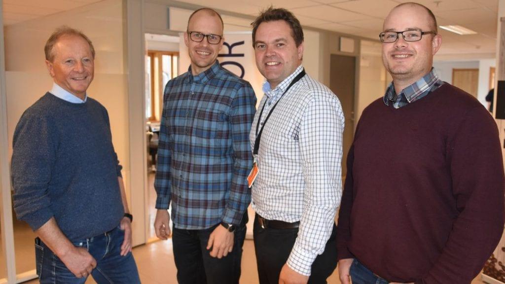 TRE NYE: Geir Feragen (til venstre), NØK Energi Eiendom AS, kan presentere de tre nyeste tilskuddene i Mulighetsrommet. Videre ser di Henrik Dalbakk, Bjørn Børresen og Per Olav Hoås. Foto: Jan Kristoffersen