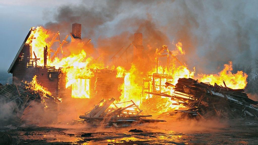 VÆR AKTSOM: Mange branner skjer i jula og vintermånedene. Illustrasjonsfoto: Ivar Thoresen