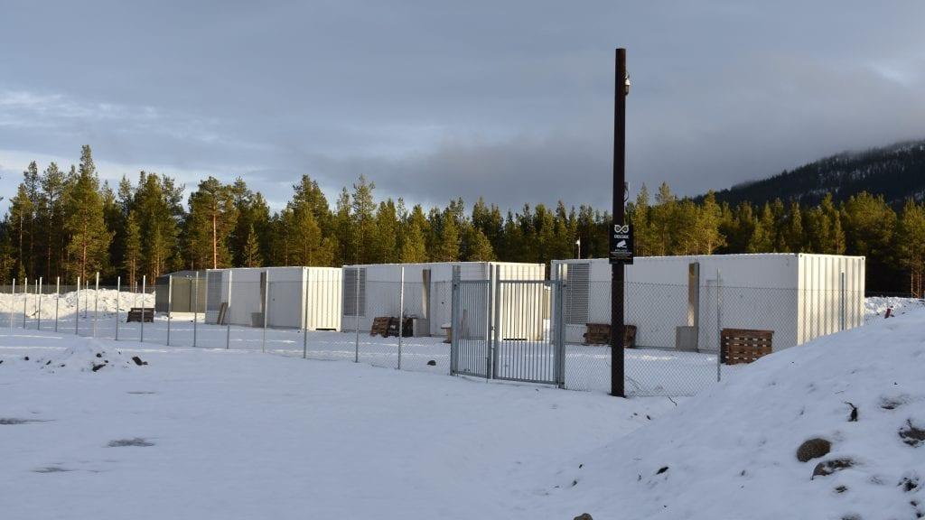 BLIR DYRERE I DRIFT: Når fritaket for el-avgift forsvinner blir det dyrere å drifte bitcoinfabrikken på Plassen. Foto: Torstein Sagbakken