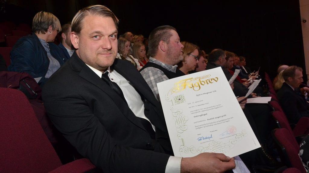 DOBLER: Bjørn Magnar Vik i VS Entreprenør Bygg og Anlegg AS har nå også formell kompetanse innen betongfaget. Foto: Erland Vingelsgård