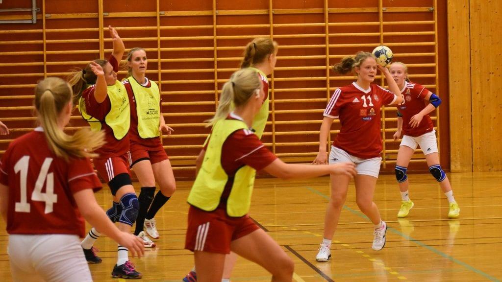 NYTT TAP: Selv om det ble to scoringer i protokollen for Othilie Lunsæter (rød trøye med nummer 11) holdt det ikke til poeng denne gang heller. Foto: Tore Rasmussen Steien.
