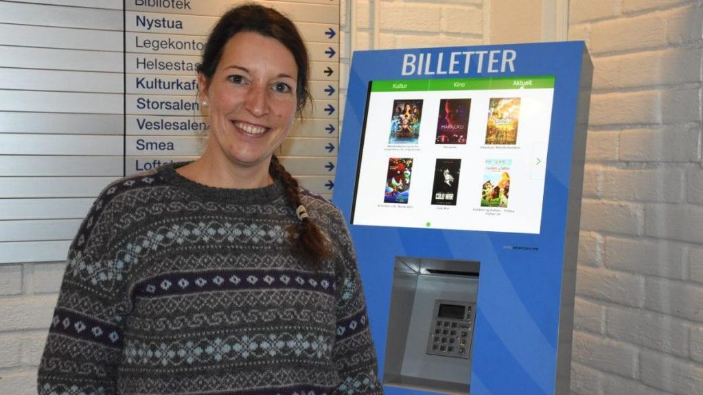 TRE JOBBER: Anja Schott skrev torsdag under på at hun tar de tre jobbene hun er tilbudt i Tynset kommune. Foto: Jan Kristoffersen