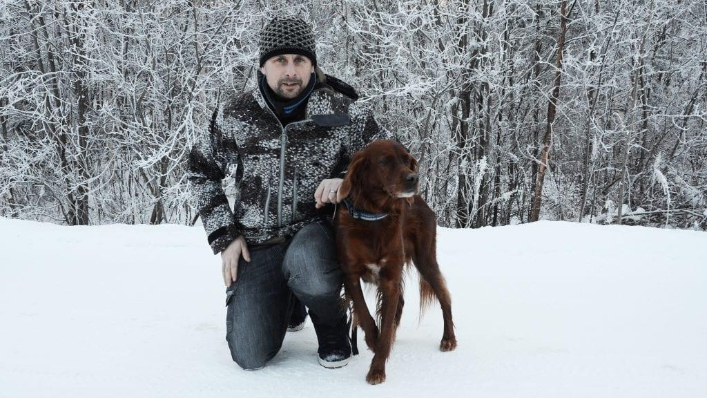 JAKT-KLAR: Gudmund Nygaard, her sammen med hunden Tina, ser fram til mange dager i Berlin under Grüne Woche i slutten av januar. Foto: Erland Vingelsgård