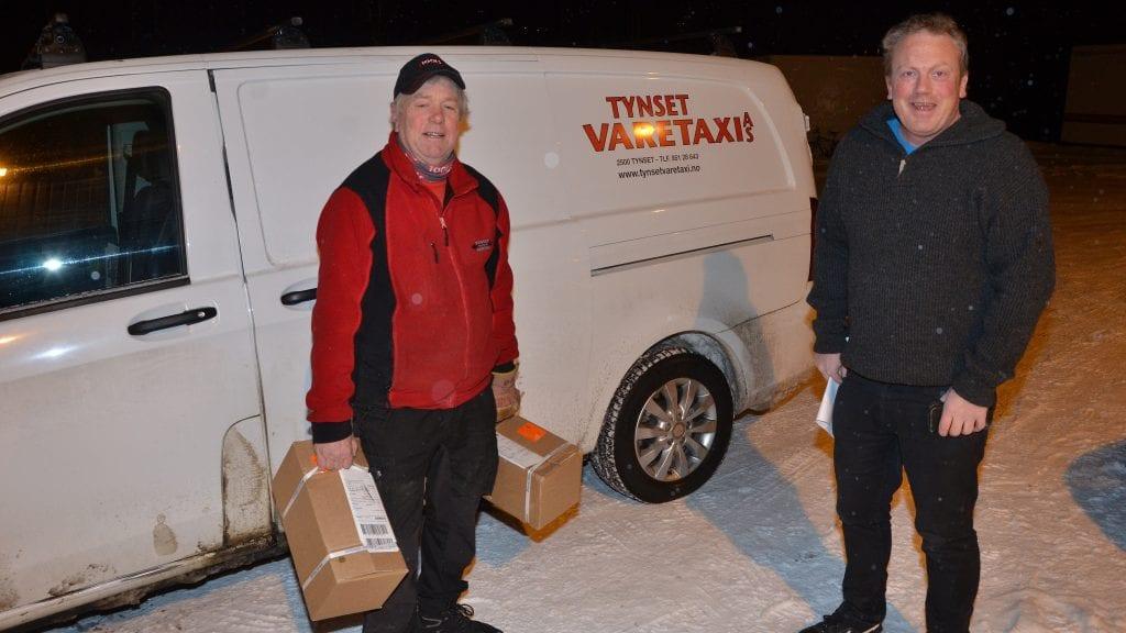 TRAVELT: Jan Roald Fenne og Ole Cristian Vold har sitt fulle hyre med å få logistikken til å gå ihop. Foto: Erland Vingelsgård