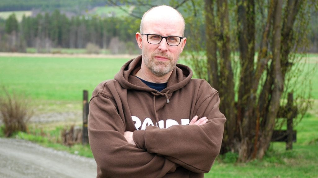 REAGERER KRAFTIG: -Et tillitsbrudd, sier Erling Aas-Eng, leder i Hedmark Bondelag. om regjeringens ulveforslag i dag. Foto: Hedmark Bondelag