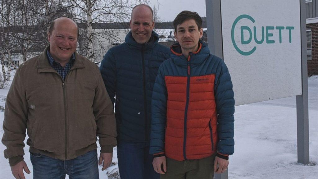 FÅR NYE LOKALER: Terje Sundt, sjef kundepleie, Halvor Hektoen, økonomidirektør og Daniel Glomb, driftskonsulent (sett fra venstre) må ut av lokalene en periode for helrenovering. Foto: Jan Kristoffersen