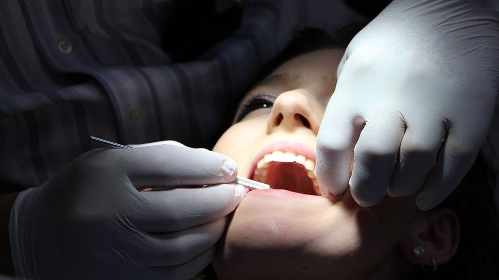 MÅ REISE LIKEVEL: Alle som trenger tannregulering må likevel reise langt. Foto: Pixabay