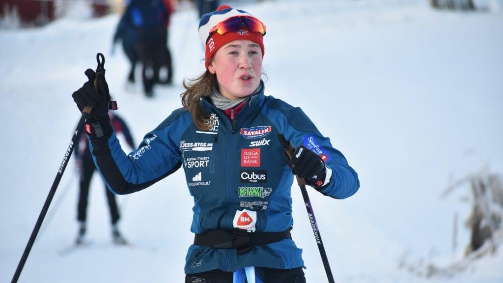 KNEPENT BAK: Anna Vangen Lunåsmo og Tynset IL jenter 17-20 år havnet kun noen få sekunder bak vinneren Nansen IL i sin klasse. Alle foto: Torstein Sagbakken.