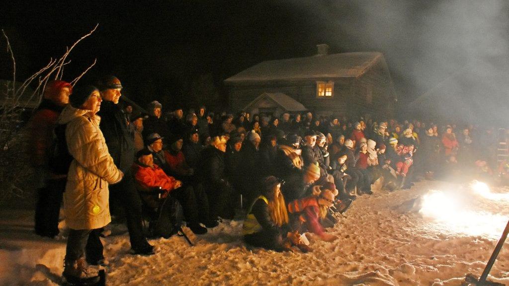 FOLKSOMT PÅ HISTORISK GRUNN: Mange var møtt opp for å overvære 300 årsmarkeringa for det siste slaget i den Store nordiske krig. Foto: Lars Hogstad