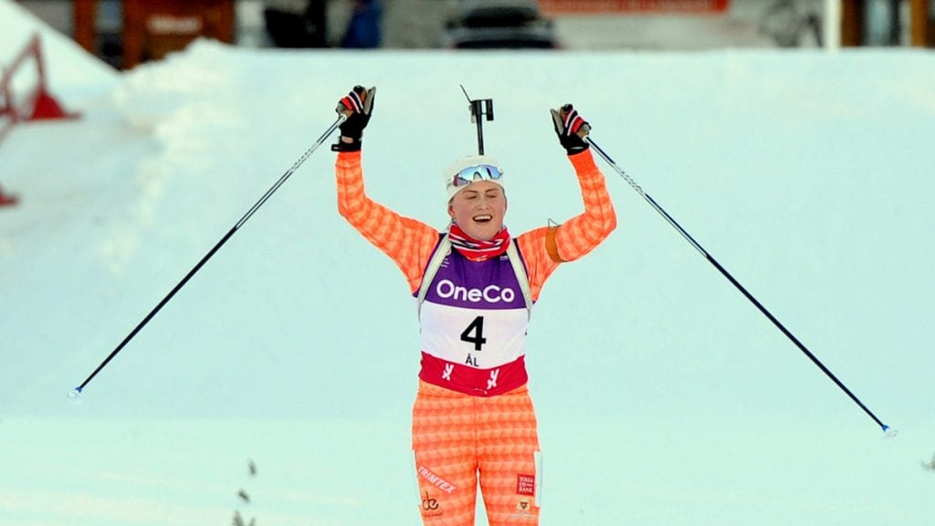 NYTT GULL: En utrolig helg er sportslig over for Eline Grue. To NM-gull tar hun med seg hjem. Foto: Svein Halvor Moe