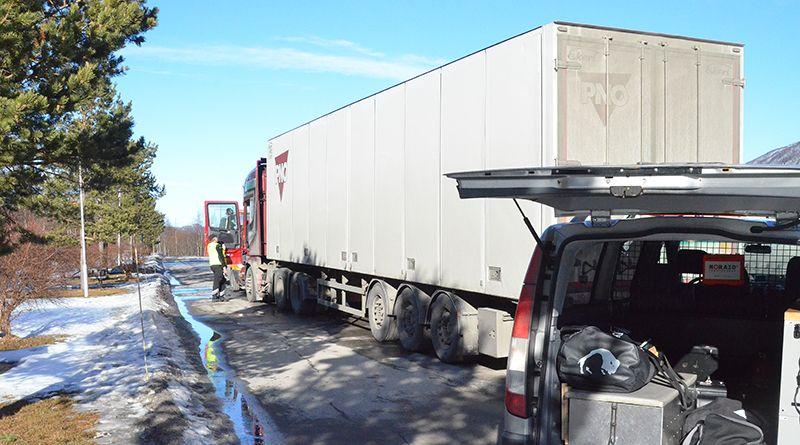 KONTROLL: Statens Vegvesen ønsker å sjekke ut vogntogenes vinterdekk denne uka. ILLUSTRASJONSFOTO: Erland Vingelsgård
