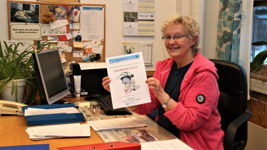 KURS: Fjellugla Kompetanse tar gjerne i mot flere deltakere til teorikurs for fagbrev som tømrere, sier daglig leder Marit Smedaas Andersen. Foto: Anne Skjøtskift