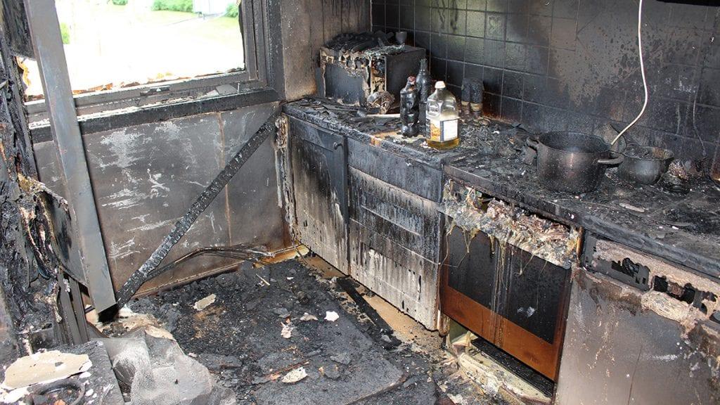 FOREBYGGE KOMFYRBRANN: Med en komfyrvakt innstalert kan slike branner unngås. Foto: Komfyrvaktkampanjen/Infratek