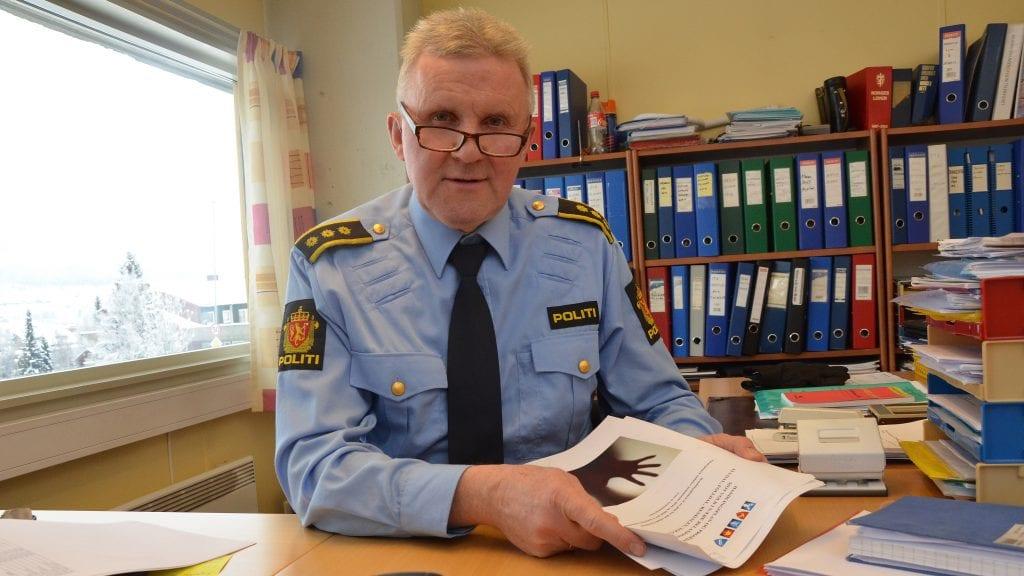 MYE TRAFIKK: Lensmann Bjørn Tore Grutle konstaterer at trafikken dominerer kriminalitets-bildet i Tynset og området for øvrig. Foto: Erland Vingelgård
