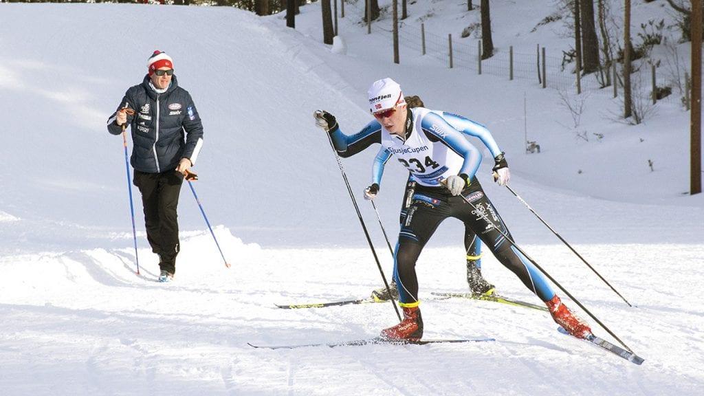 HEIES FRAM: Jørgen Schjølberg heies fram av støtteapparatet i Team Tronfjell. Foto: Tore Rasmussen Steien