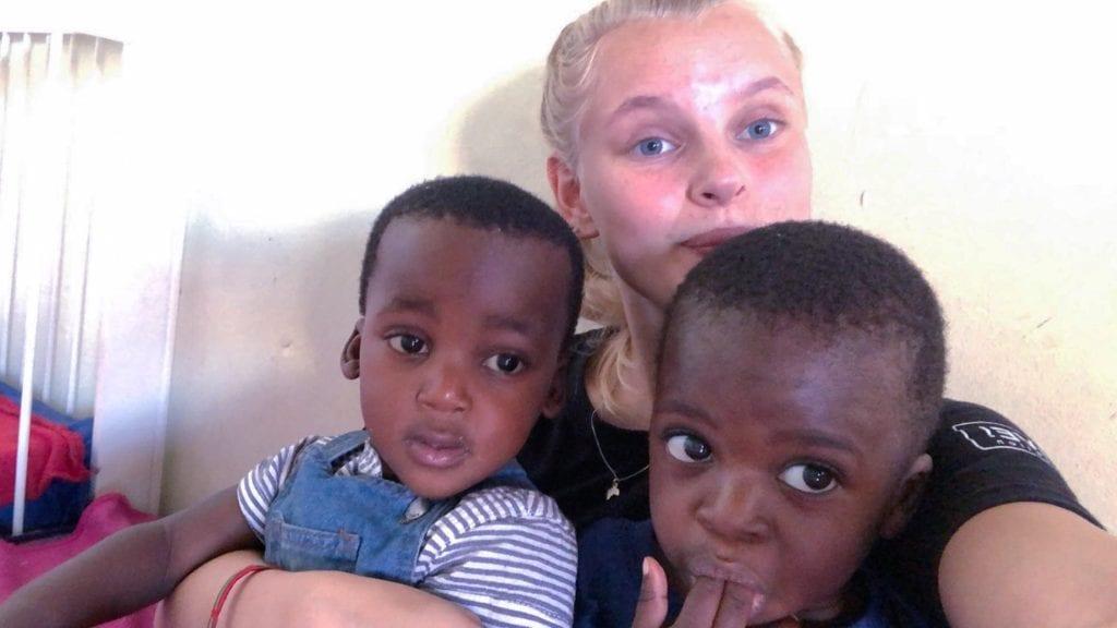 FAVORITTER: I Sør-Afrika jobber Mali Ruud Rehder på en skole, og synes det er stas å være med barna. Alle foto: Privat.