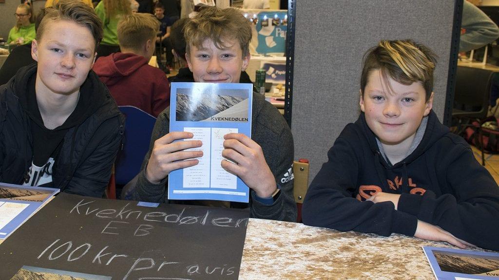 UNGE JOURNALISTER: Arne Theodor Brenno Østbø, Erik Frengstad og Gaute Fossum vant pris med ungdomsbedriften og avisa Kveknedølen.