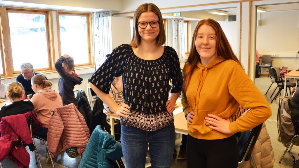 KLIMATOPPMØTE: Hedda Johansen og Karoline S. Jordet har invitert statsråden til ungdomsrådets toppmøte om klima på Tynset i oktober. Foto: Erland Vingelsgård