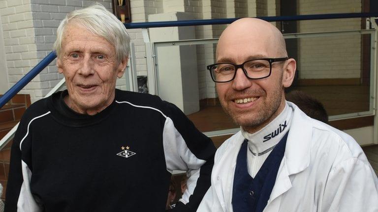 PRISER FYSISK AKTIVITET: Jan Reinertsen (til venstre) er en av Friluftsgruppas medlemmer som priser fysisk aktivitet med tanke på egen psykisk helse. Noe han faglig støttes i av fastlege Tor Halvor Bjørnstad Tuveng. Foto: Jan Kristoffersen