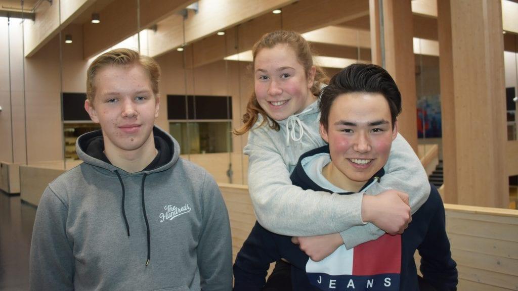 GLEDER SEG: Jørgen Schjølberg, Anna Vangen Lunåsmo og Jonas Hylen er tre av de lokale langrennsløperne som ser frem mot junior-NM på Savalen. Foto: Torstein Sagbakken.