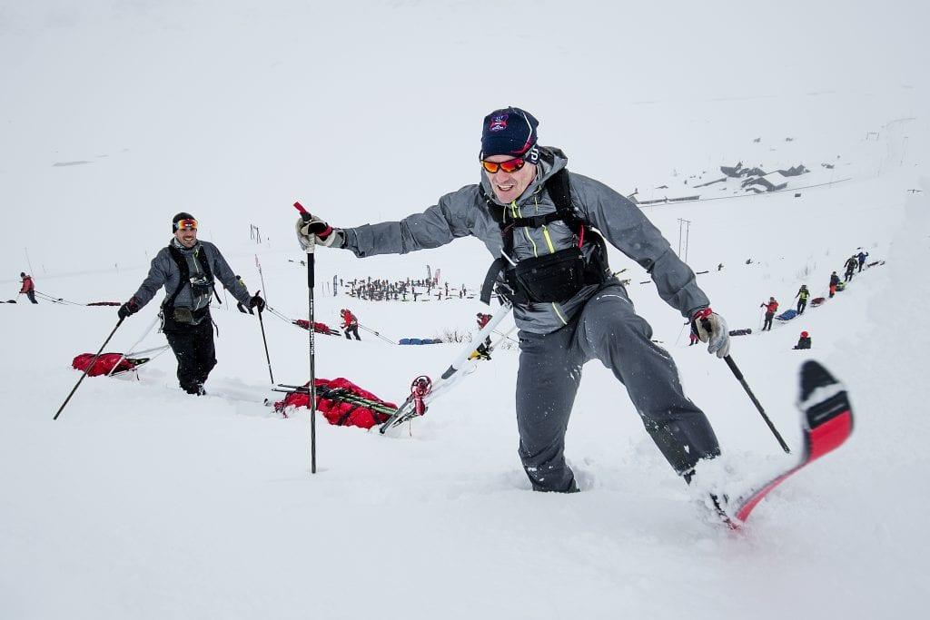 KNEDYPT: Halvor Løvmark Wang (bakerst) og resten av deltakerne i Amundsen Expedition fikk virkelig brynet seg på årets føre. Foto: Xtremeidfjord