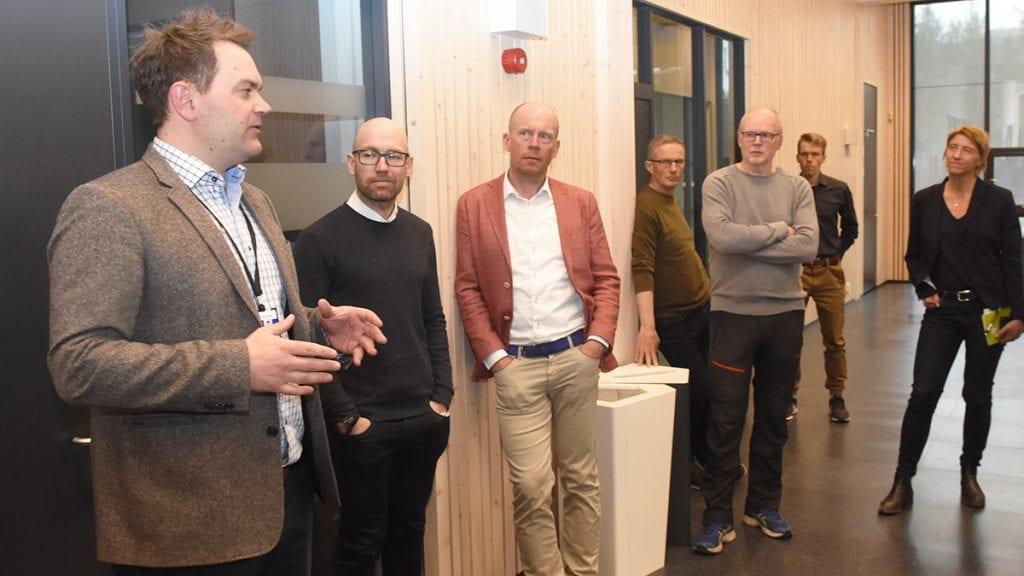 KLAR FOR ÅPNING: Direktør ved Helsearkivet, Bjørn Børresen (til venstre) har allerede vist fram arkivet innvendig til lokale personer. Men etter at den offisielle åpningen av arkivet er over kommende tiirsdag åpnes dørene for alle og enhver. Foto: Jan Kristoffersen