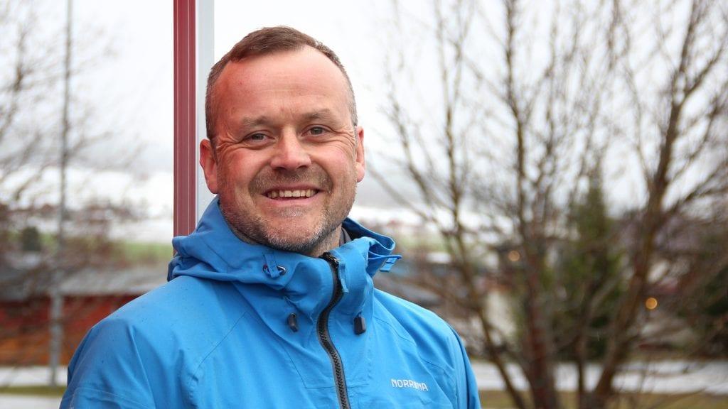 POLITIKER: Marius Krokhaug gleder seg til å være med i lokalpolitikken på Tynset. Han står øverst på valglista til Arbeiderpartiet for høstens kommunevalg. Foto: Anne Skjøtskift