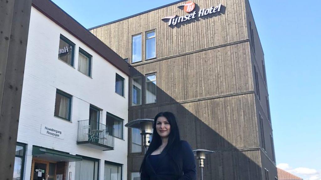 FORTSATT ÅPENT: Daglig leder Lindita Salihu kan fortsatt holde dørene åpne. Foto: Erland Vingelsgård