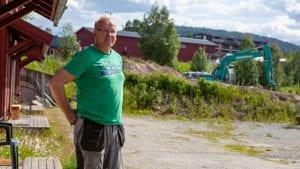 MOTSIER KOMMUNEN: Kåre Fiskvik er uenig i rådmannens tolkning av reguleringsplanen. Foto: Lars Vingelsgård