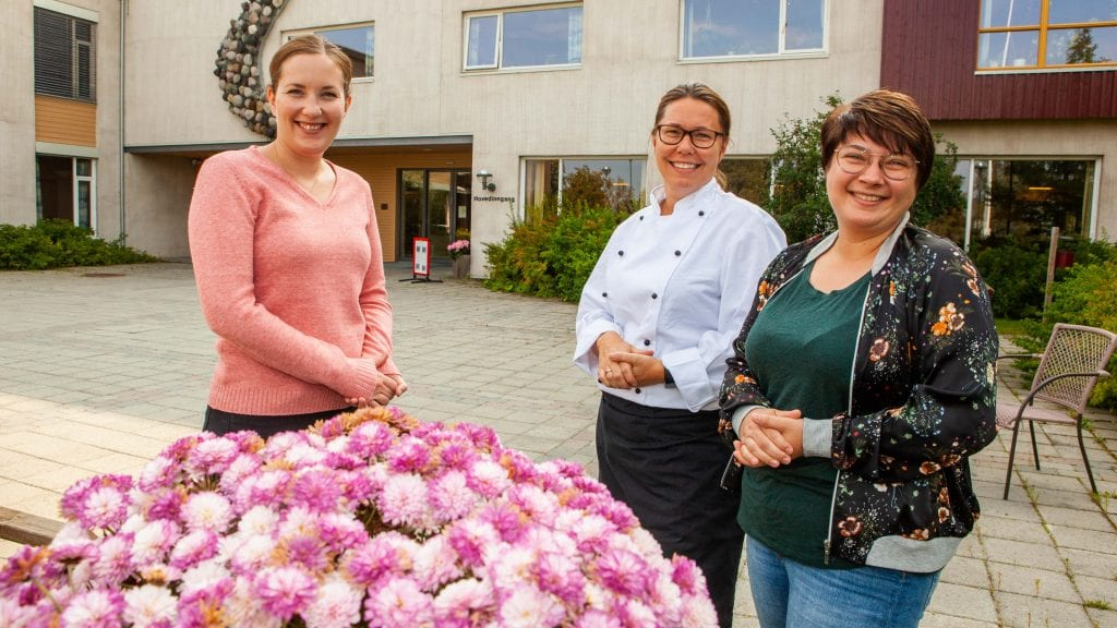 STØTTE TIL PÅRØRENDE: Marie Buttingsrud (f.v), Kristin Framnes og Hanne Aasbrenn inviterer pårørende og etterlatte som ønsker en møteplass for likesinnede. Foto: Lars Vingelsgård